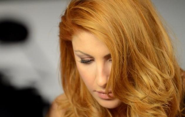 Η κατάξανθη Έλενα πόσταρε το νέο της μαλλί στο facebook