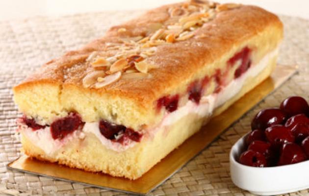 Σπιτικό κέικ με μαρμελάδα φράουλα