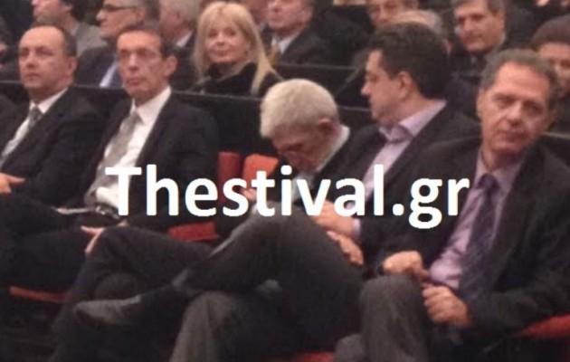 Ο Γιάννης Μπουτάρης κοιμήθηκε την ώρα που μίλαγε Υπουργός!