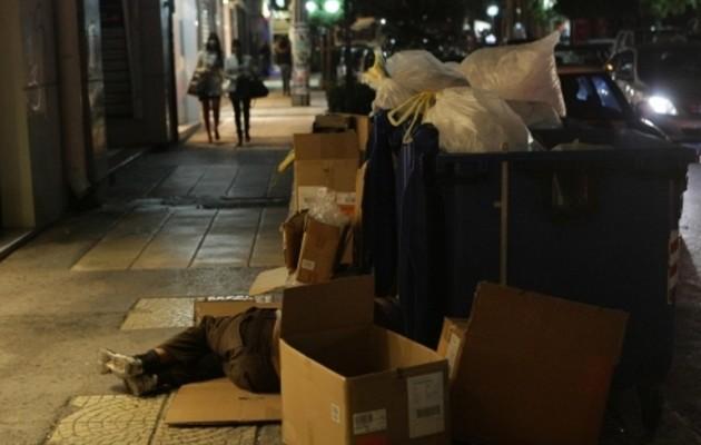 Άστεγος πέθανε από το κρύο στο παγκάκι