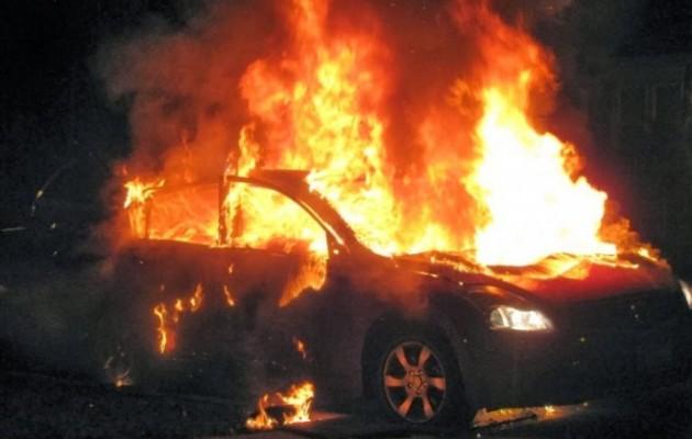 Μπαράζ εμπρησμών στην Αττική, στις φλόγες 8 οχήματα