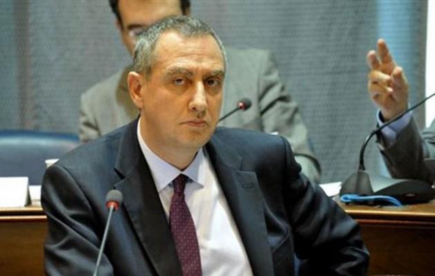 Ο Μιχελάκης αποκαλεί τον Σαμαρά «απαράδεκτο» και τάσσεται με την κυβέρνηση