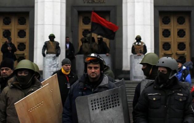 Ουκρανοί ναζί λίντσαραν Έλληνα βουλευτή – Αντώνη Σαμαρά, ξήλωσε τώρα τον ανίκανο Βενιζέλο!