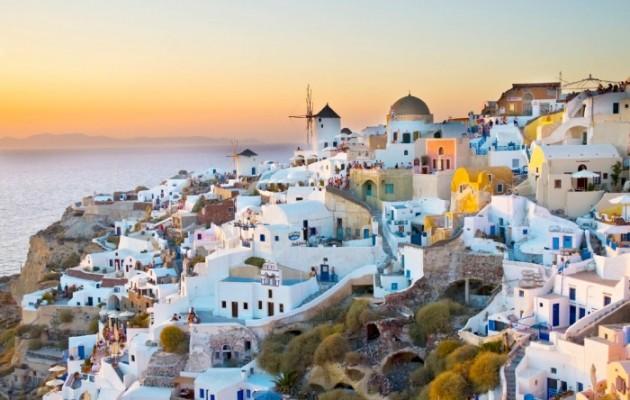 Στα 10 πιο φωτογενή μέρη του πλανήτη η Σαντορίνη