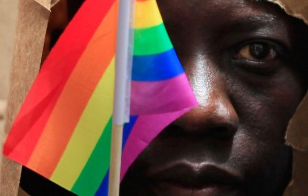 Η Ουγκάντα διώκει και επισήμως τους ομοφυλόφιλους