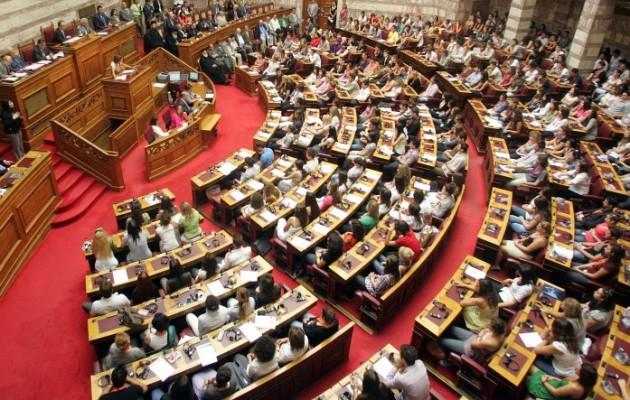Το κυβερνητικό αλαλούμ για την τροπολογία που φιμώνει τους μετανάστες