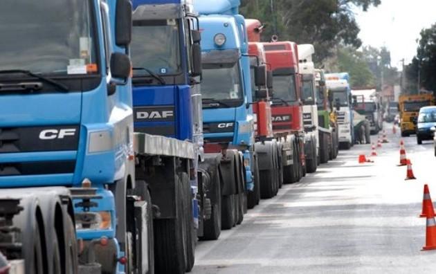Αναστέλλουν την απεργία τους οι φορτηγατζήδες