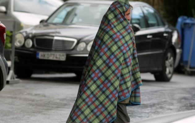 Στους δρόμους τυλιγμένος με μια κουβέρτα…