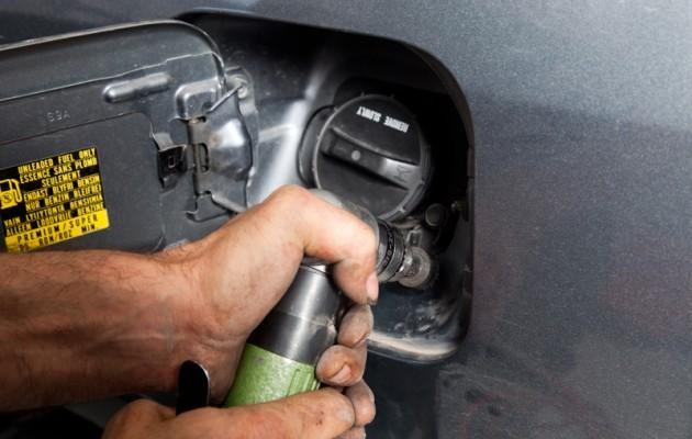 Πάτρα: Κλέβουν την βενζίνη από τα ρεζερβουάρ αυτοκινήτων