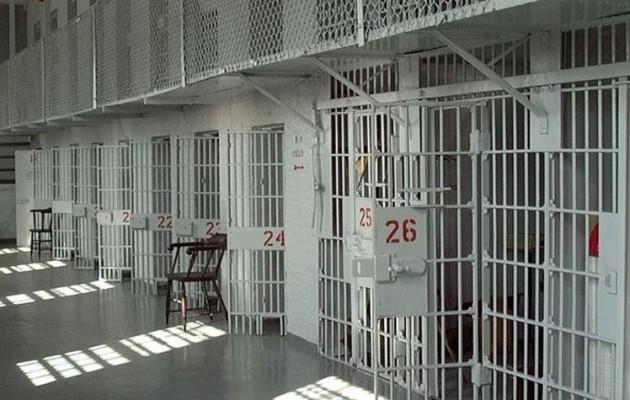 Συλλήψεις σωφρονιστικών υπαλλήλων για το βασανισμό και το θάνατο του Αλβανού