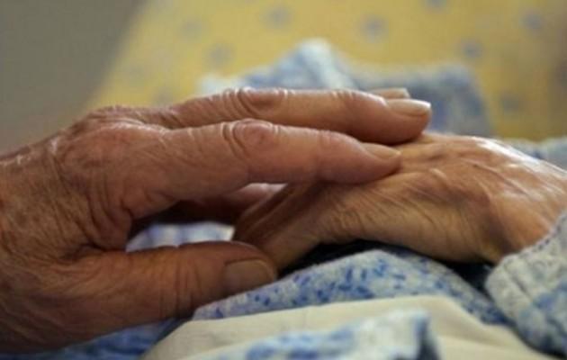 ΝΤΡΟΠΗ: Έστειλαν 90χρονη με Αλτσχάιμερ στο κρατητήριο γιατί χρωστούσε στο δημόσιο… 5.000 ευρώ