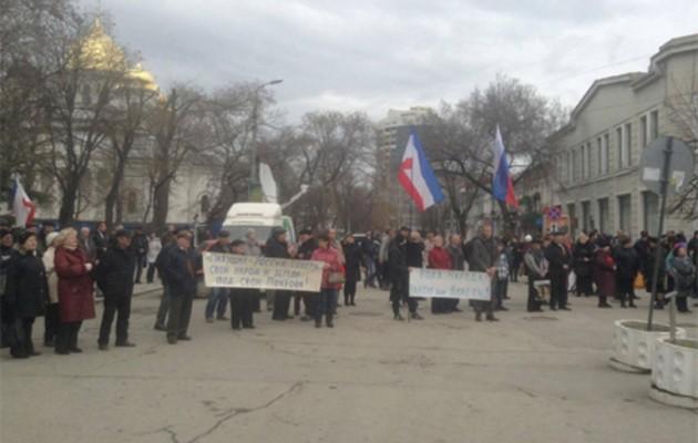 """""""Μητέρα Ρωσία σκέπασε και εμάς"""" – Διαδήλωση στη Συμφερόπολη"""