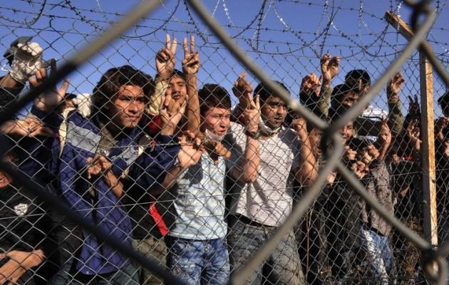 """Με εντολή Μαξίμου επανήλθε η διάταξη  που """"φιμώνει"""" μετανάστες θύματα αστυνομικής βίας"""