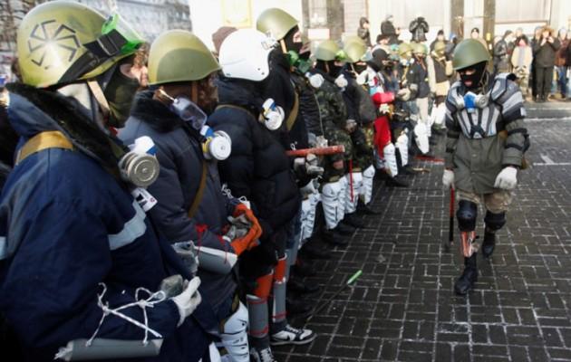 Τα ναζιστικά κόμματα της Ουκρανίας καλούν τα μέλη τους να πάρουν τα όπλα