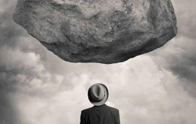 Τι περιμένουμε άραγε; Τον ογκόλιθο σε ελεύθερη πτώση;