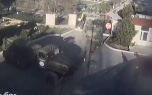 Δείτε την έφοδο των Ρώσων με τανκς στην ουκρανική βάση Μπελμπέκ (βίντεο)