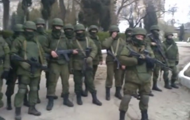 Βίντεο με τους Ρώσους στρατιώτες μέσα στην ουκρανική ναυτική βάση