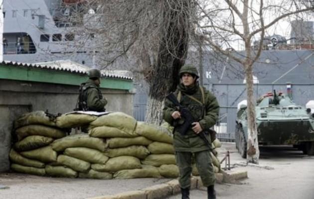 Σε κλοιό ρωσικών στρατευμάτων η Κριμαία
