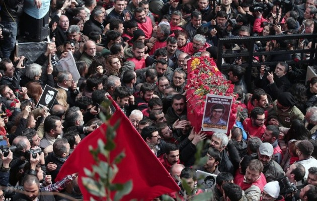 Ισλαμοφασιστικές συμμορίες βγήκαν στους τουρκικούς δρόμους να χτυπήσουν το λαό!