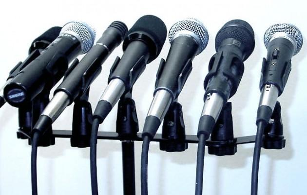 Ποιοι Έλληνες δημοσιογράφοι πήραν το βραβείο… Χιούμορ – Pulitzer