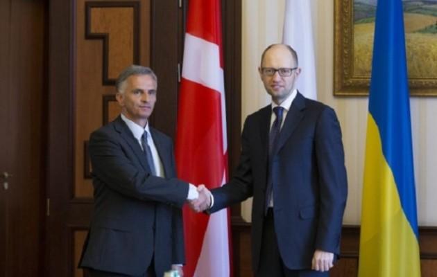 Γκάφα ολκής στο Κίεβο: υποδέχθηκαν τον Ελβετό πρόεδρο με σημαία της Δανίας