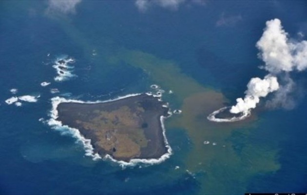 Μέσα από τα βάθη του ωκεανού γεννήθηκε ένα ηφαίστειο – νησί