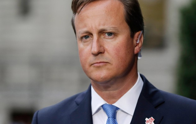Κάμερον: Απειλεί με έξοδο της Βρετανίας από την ΕΕ αν εκλεγεί ο Γιούνκερ