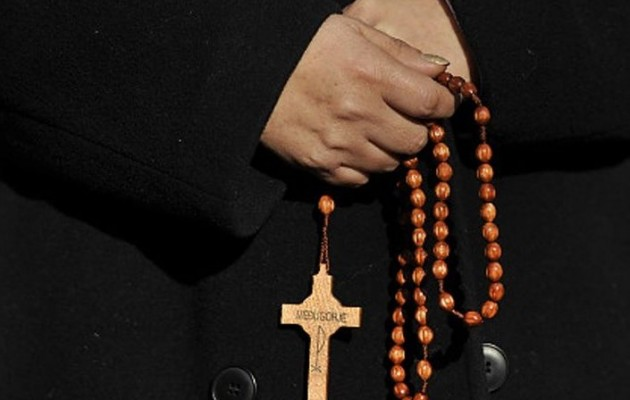 Συνελήφθη διαρρήκτης που παρίστανε τον ιερέα