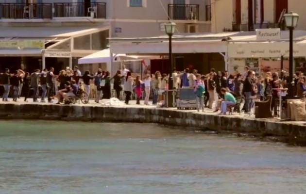 Απίστευτο βίντεο: Όλοι χορεύουν πεντοζάλι στα Χανιά (βίντεο)