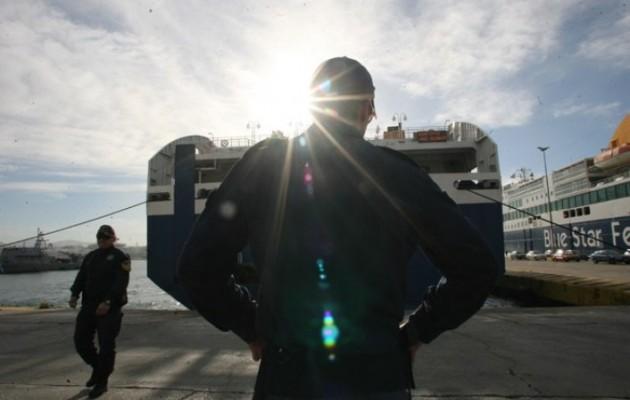 Στον Πειραιά οι 32 διασωθέντες μετανάστες