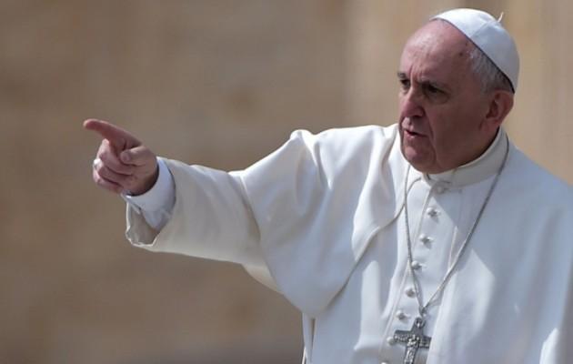 Ο Πάπας «έβαλε χέρι» στους κομμωτές – «Μην κουτσομπολεύετε»
