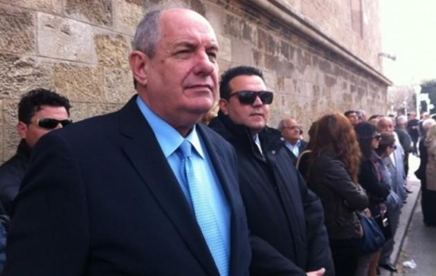 Ο Τέρενς Κουίκ αναλαμβάνει βουλευτής Θράκης