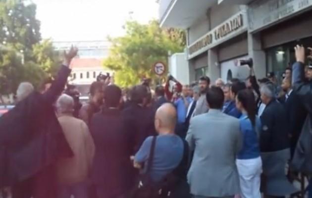Επεισοδιακή υποδοχή του Βενιζέλου και στα Τρίκαλα (βίντεο)