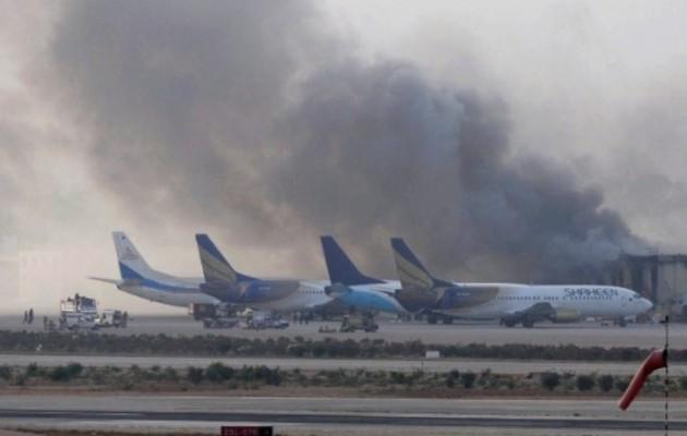 Πακιστάν: 24 νεκροί από το μακελειό στο αεροδρόμιο του Καράτσι