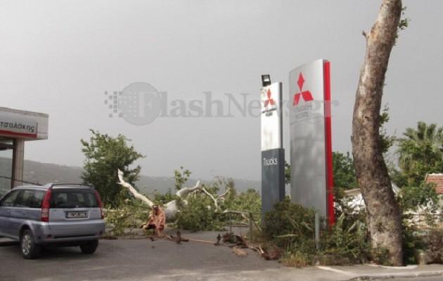 Μεγάλες καταστροφές από την κακοκαιρία (εικόνες, βίντεο)