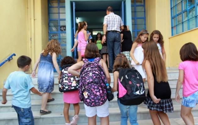 Μειωμένο ωράριο στους γονείς δημόσιους υπάλληλους για να παίρνουν τα παιδιά τους από το σχολείο