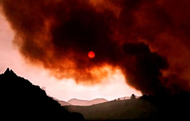 Σε εξέλιξη πυρκαγιά στο Άγιο Όρος