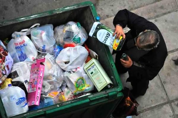 Success story ή success sorry; 4 στους 10 Έλληνες στο όριο της φτώχειας