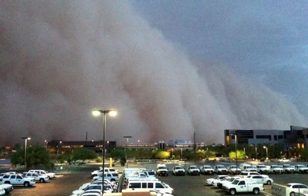Αριζόνα: Τεράστιο σύννεφο σκόνης καλύπτει ολόκληρες πόλεις (βίντεο)