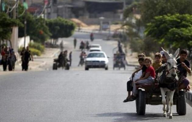 Δραματικές εικόνες από τη Γάζα: Κατά χιλιάδες εγκαταλείπουν τα σπίτια τους
