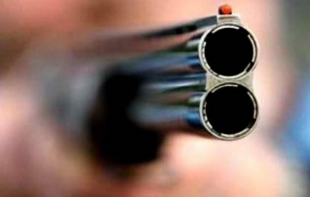 Ηλεία: Πατέρας πυροβόλησε τον θετό του γιο στα πόδια