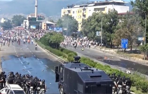 Εκτεταμένα επεισόδια στα Σκόπια με Αλβανούς ισλαμιστές να ουρλιάζουν «Αλλάχ Ακμπάρ»