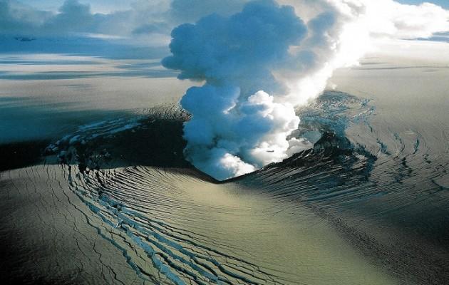 Κόκκινος συναγερμός για το ηφαίστειο στην Ισλανδία