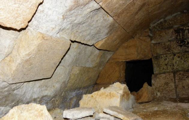 Αμφίπολη: Δείτε νέες φωτογραφίες από την είσοδο του τάφου