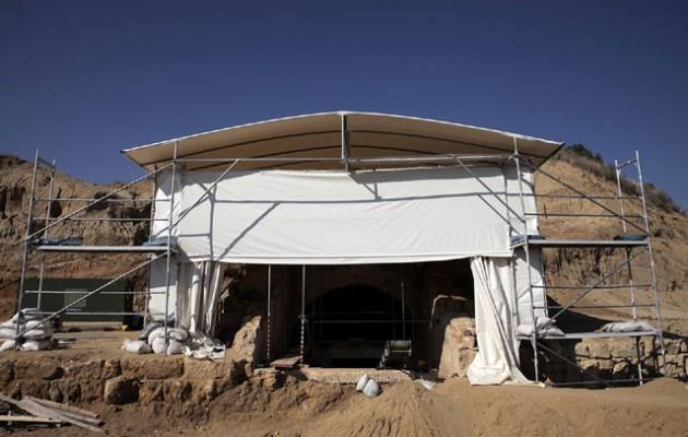«Εμφανώς συλημένο το μνημείο στην Αμφίπολη – Η κυβέρνηση το έχει κάνει ριάλιτι»