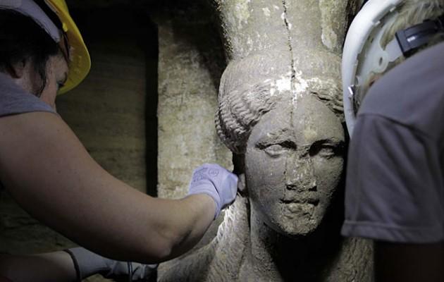Αμφίπολη: Συγκλονιστικές φωτογραφίες από τις καρυάτιδες του τάφου