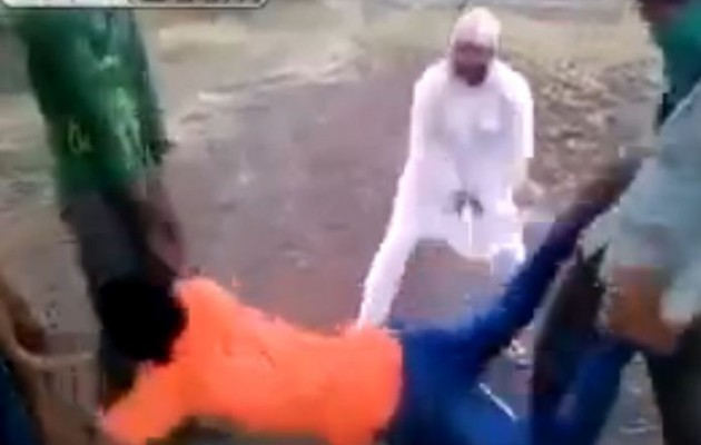 Βαράνε ινδουιστή επειδή δεν είναι… μουσουλμάνος (βίντεο)