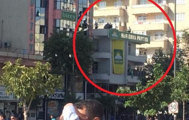 Ισλαμιστές και Τουρκική Αστυνομία επιτέθηκαν στους Κούρδους