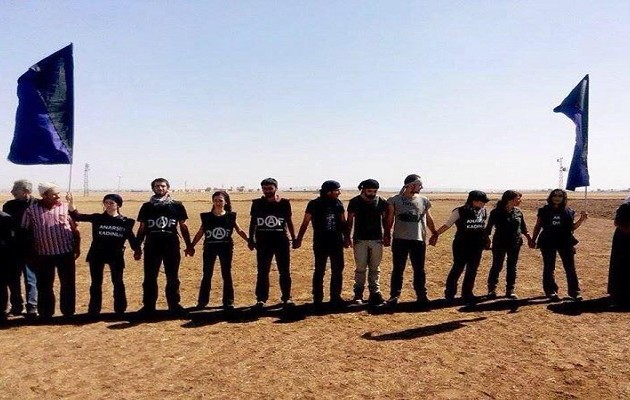 """Κούρδοι Αναρχικοί: """"Είμαστε η ανθρώπινη ασπίδα που φρουρεί την Κομπάνι"""""""
