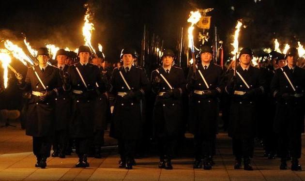 Στα βήματα του Χίτλερ; Η Γερμανία «φλερτάρει» με Ρωσία και αυξάνει τον στρατό της!
